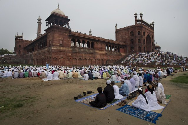 Indian Muslims gather before Eid al-Fitr prayers at the Jama Masjid mosque in New Delhi, India, Saturday, July 18, 2015. The Eid al-Fitr celebrations mark the end of the Muslim holy fasting month of Ramadan. (Photo by Bernat Armangue/AP Photo)