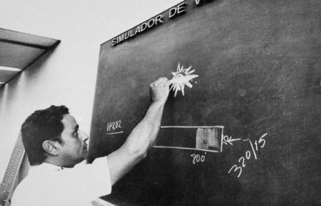 Brazilian commercial airline pilot Gerson Macial de Britto, sketches the object he said accompanied his VASP Airlines jet for one hour and 20 minutes, at a news conference, in Sao Paulo, Brazil, Tuesday, February 10, 1982. Britto said the occurrence happened during a regularly scheduled run between Fortaleza and Rio de Janeiro Monday night. (Photo by AP Photo)