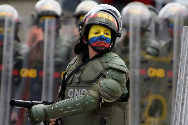 A female national guard marches during a military parade to celebrate Venezuela's 206th anniversary of Independence in Caracas, Venezuela on July 5, 2017. (Photo by Carlos Becerra/Anadolu Agency/Getty Images)