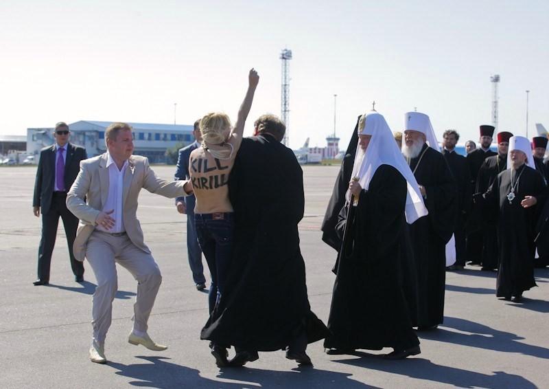 Topless FEMEN Protester Attacks Russian Patriarch