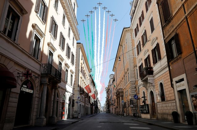 The Frecce Tricolori perform over a deserted Via del Corso on Liberation Day following the outbreak of the coronavirus disease (COVID-19) in Rome, Italy, April 25, 2020. (Photo by Remo Casilli/Reuters)
