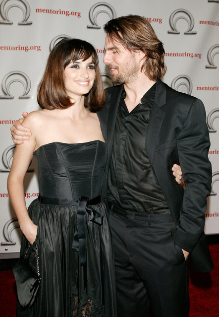 Actors Tom Cruise and Penelope Cruz arrive for the Exellence In Mentoring Awards at Chelsea Piers June 19, 2003 in New York City. Cruise was honored for his role as founding board member of the Hollywood Education and Literacy Project. (Photo by Matthew Peyton/Getty Images)