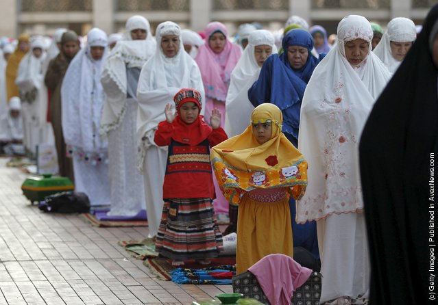 Muslim women attend an Eid al-Adha mass prayer at Istiqlal Mosque in Jakarta September 24, 2015. (Photo by Nyimas Laula/Reuters)