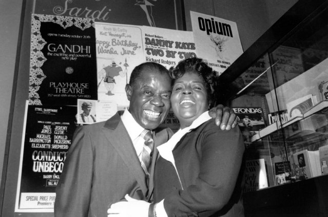 Louis and Lucille Armstrong embrace at a party thrown by friends in honor of their 30th wedding anniversary at a midtown restaurant in New York City, October 12, 1970. (Photo by AP Photo)