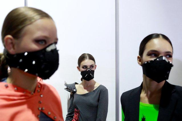 Models wearing masks created by designer Maria Rudenko wait backstage at Ukrainian Fashion Week in Kyiv, Ukraine on September 3, 2020. (Photo by Valentyn Ogirenko/Reuters)