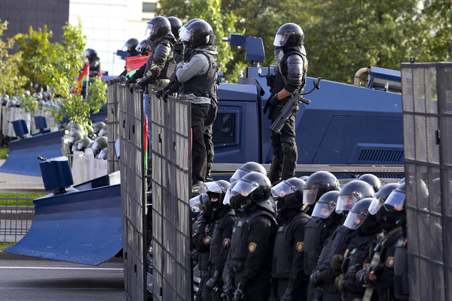 Riot police prepare to stop a Belarusian opposition supporters' rally protesting the official presidential election results in Minsk, Belarus, Sunday, September 13, 2020. (Photo by TUT.by via AP Photo)