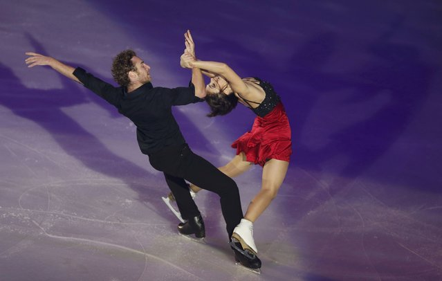 France's Nathalie Pechalat and Fabian Bourzat perform during the gala exhibition at the ISU Bompard Trophy Figure Skating event  in Bordeaux, southwestern France, November 23, 2014. (Photo by Regis Duvignau/Reuters)
