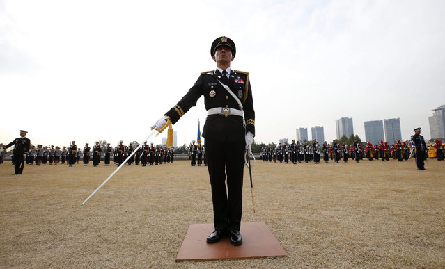 A South Korean honor guard salutes during a welcoming ceremony for US Secretary of Defense Ashton Carter (not pictured) at the headquarters of the Defense Ministry in Seoul, South Korea, 02 November 2015. Carter arrived in South Korea on a two-day visit to hold the Security Consultative Meeting, the highest channel for reviewing and coordinating far-reaching issues between the allies. (Photo by Jeon Heon-Kyun/EPA)