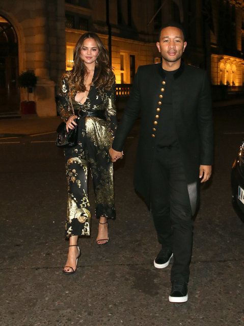 John Legend and Chrissy Teigen return to their London hotel after dining at a restaurant in Mayfair. London, United Kingdom Thursday, October 20, 2016. (Photo by PacificCoastNews)