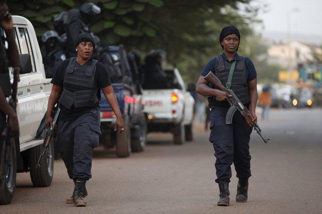 Malian police walk in front of the Radisson hotel in Bamako, Mali, November 20, 2015. (Photo by Joe Penney/Reuters)