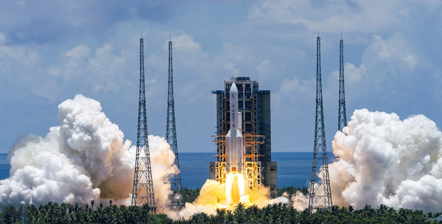 In this photo released by China's Xinhua News Agency, a Long March-5 rocket carrying the Tianwen-1 Mars probe lifts off from the Wenchang Space Launch Center in southern China's Hainan Province, Thursday, July 23, 2020. China launched its most ambitious Mars mission yet on Thursday in a bold attempt to join the United States in successfully landing a spacecraft on the red planet. (Photo by Cai Yang/Xinhua via AP Photo)