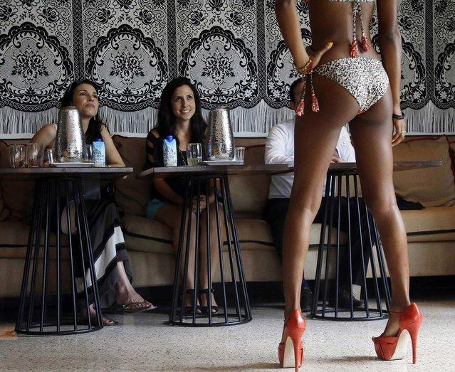 Judges Cristina Dehart of Explore Modeling and designer Nicole Di Rocco of Nicolita Swimwear watch as Erica Kennedy models a bikini during a casting call for Nicolita Swimwear. (Photo by Lynne Sladky/Associated Press)