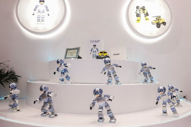 Robots dance during the 2018 World Robot conference in Beijing, China, 15 August 2018. (Photo by Roman Pilipey/EPA/EFE/Rex Features/Shutterstock)