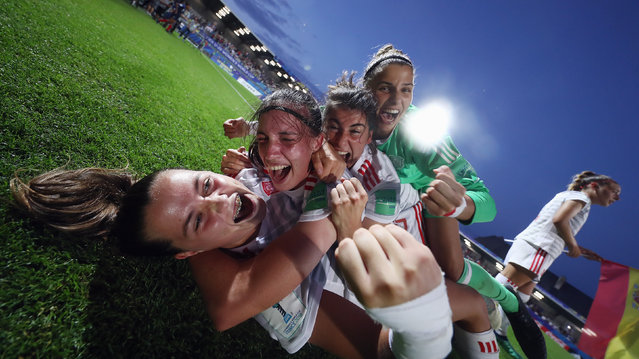 Players of Spain celebrate after the FIFA U-20 Women's World Cup France 2018 Semi Final semi final match between France and Spain at Stade de la Rabine on August 20, 2018 in Vannes, France. (Photo by Alex Grimm – FIFA/FIFA via Getty Images)