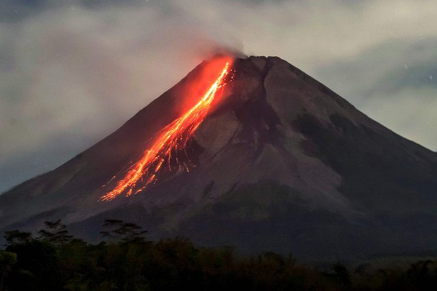 Lava flows from Mount Merapi, Indonesia's most active volcano, as seen from Tunggularum in Sleman on September 9, 2021. (Photo by Agung Supriyanto/AFP Photo)