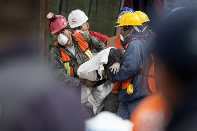 Rescue workers carry a body recovered from a building felled by a 7.1 magnitude earthquake, in the Ciudad Jardin neighborhood of Mexico City, Thursday, September 21, 2017. (Photo by Moises Castillo/AP Photo)