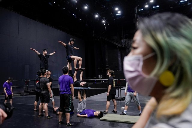 """Performers train for the Cirque du Soleil """"The Land of Fantasy"""" show in Hangzhou, Zhejiang province, following the coronavirus disease (COVID-19) outbreak, China July 8, 2020. (Photo by Aly Song/Reuters)"""