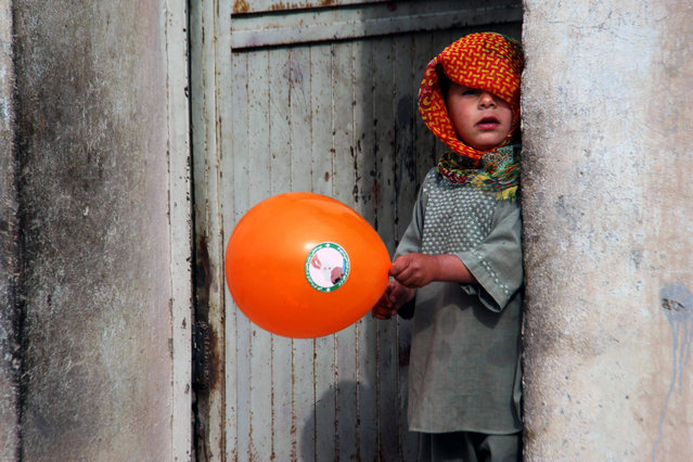 An Afghan boy plays with a balloon distributed by the Polio vaccination team during a vaccination campaign in Kandahar, Afghanistan, 29 January 2018. Kandahar has seven new polio cases detected in 2018, one is n Kandahar city, five are from Shah Wali Kot district of Kandahar and one is in Spin Boldak district. Afghanistan is one of the two countries along with neighboring Pakistan where polio is still endemic, crippling hundreds of children every year. (Photo by Muhammad Sadiq/EPA/EFE)
