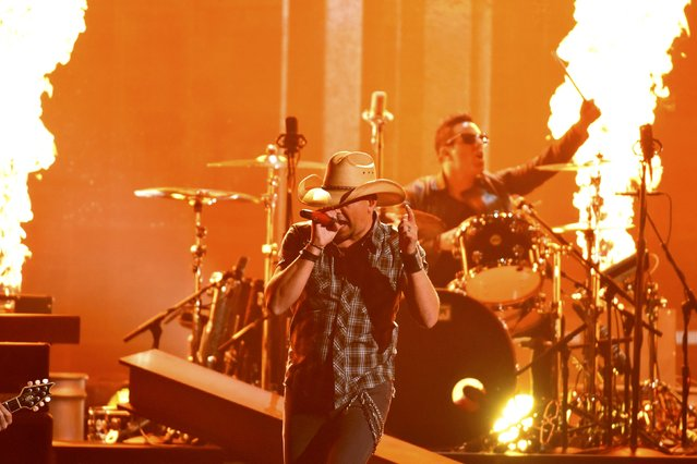 "Jason Aldean performs ""Gonna Know We Were Here"" at the 49th Annual Country Music Association Awards in Nashville, Tennessee November 4, 2015. (Photo by Harrison McClary/Reuters)"