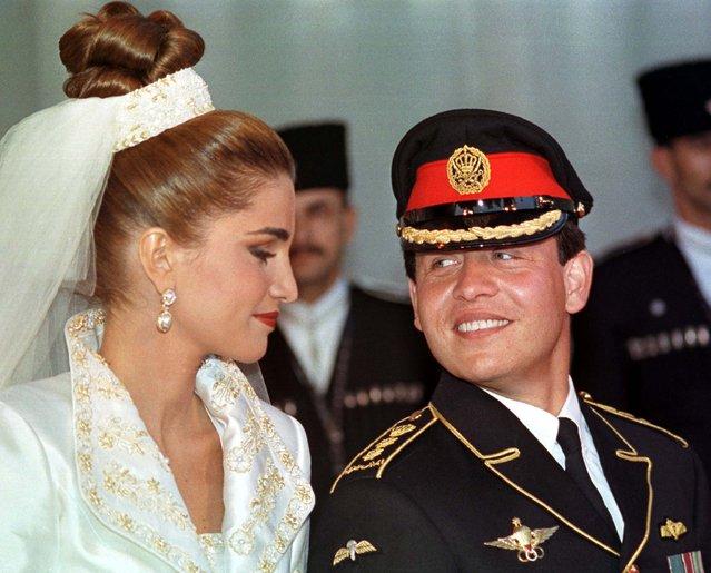 Jordanian King Abdullah looks at his wife Rania during their wedding, June 10, 1993. (Photo by Ali Jarekji/Reuters)