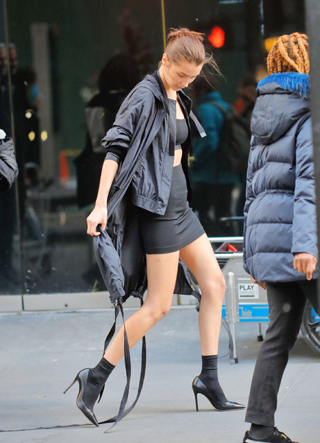Bella Hadid proves she's a model pro as she strips down to a bandeau top in the middle of New York, US on October 24, 2016. The American beauty flashed the flesh as she was working on a fashion shoot in the streets of the Big Apple. (Photo by Jackson Lee/Splash News)