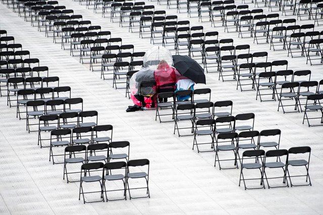 A family sits together during a graduation ceremony inside Ohio Stadium at Ohio State University (OSU) in Columbus, Ohio, U.S., May 9, 2021. (Photo by Gaelen Morse/Reuters)