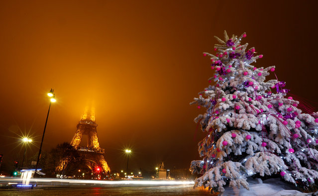 Christmas decorations are seen near the Eiffel Tower in the French capital of Paris, France, December 18, 2016. (Photo by Jacky Naegelen/Reuters)