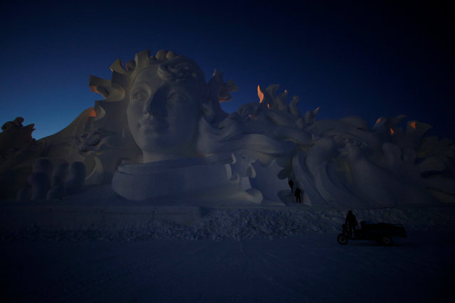 Artists and workers prepare a snow sculpture for the upcoming Harbin International Ice and Snow Sculpture Festival, in Harbin, Heilongjiang province, China, December 15, 2016. (Photo by Aly Song/Reuters)