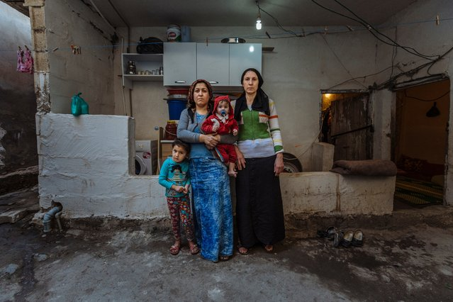 A Syrian family lives in a half-built house in Salinufra, Turkey. Originally from Kobane, the family have been living in the partly exposed house for the past 20 months, paying nearly $200 in monthly rent. (Photo by Muse Mohammed/IOM)