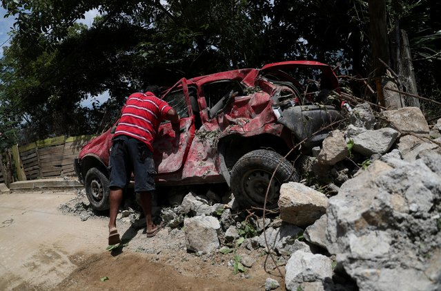 A man stands next to a damaged car in the aftermath of the earthquake in Acapulco, in Guerrero state, Mexico, September 9, 2021. (Photo by Edgard Garrido/Reuters)