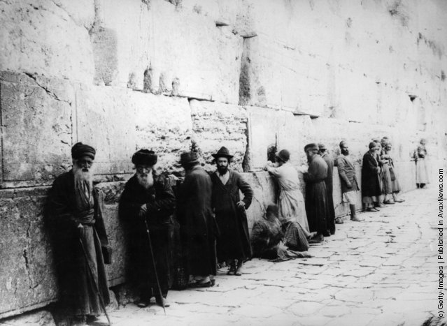Elderly Jews at the Western, or Wailing, Wall, Jerusalem,1880