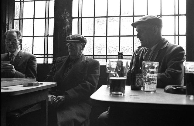 Three men playing cards in a pub in London's East End, circa 1970. (Photo by Steve Lewis/Getty Images)