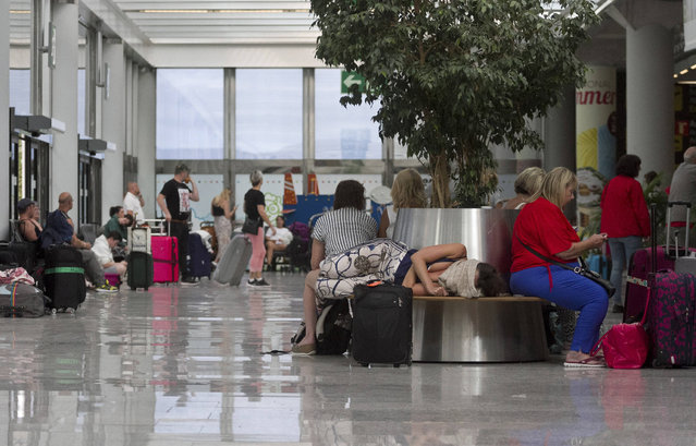 British passengers wait for news on cancelled Thomas Cook flights at Palma de Mallorca airport on Monday September 23, 2019. Spain's airport operator AENA says that 46 flights have been affected by the collapse of the British tour company Thomas Cook, mostly in the Spanish Balearic and Canary archipelagos. (Photo by Francisco Ubilla/AP Photo)