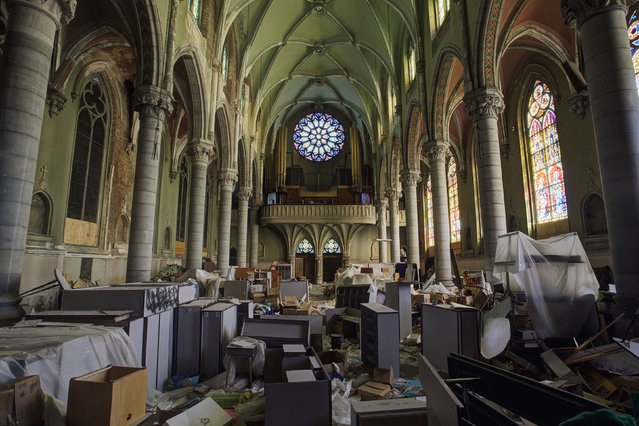 Discarded belongs inside a church, Pennsylvania. Barter found churches filled with junk and hotels where no-one had disturbed the dust for decades. (Photo by Daniel Barter/Caters News)