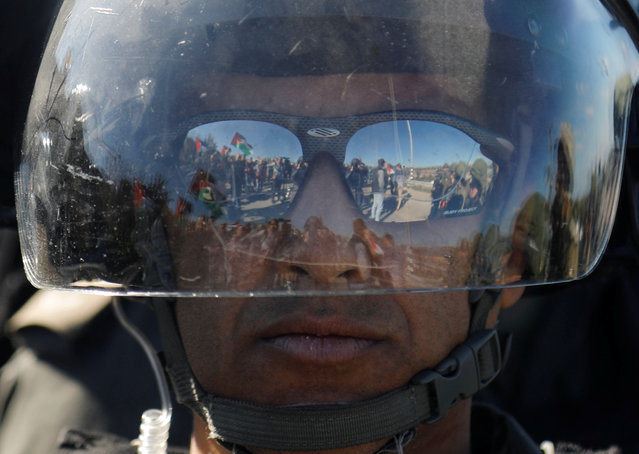 An Israeli border policeman looks on during an anti-Israel protest by Palestinians, near Qalqilya in the Israeli-occupied West Bank, January 6, 2020. (Photo by Raneen Sawafta/Reuters)
