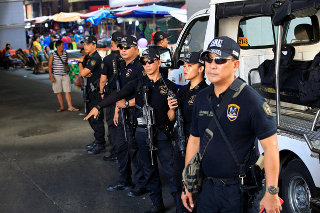 Members of the Philippine National Police Special Reaction Unit gather as part of a police visibility operation along a main road in Metro Manila, Philippines June 4, 2016. (Photo by Romeo Ranoco/Reuters)