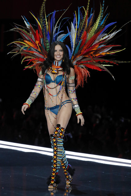 Model Adriana Lima wears a creation during the Victoria's Secret fashion show at the Mercedes-Benz Arena in Shanghai, China, Monday, November 20, 2017. (Photo by Andy Wong/AP Photo)