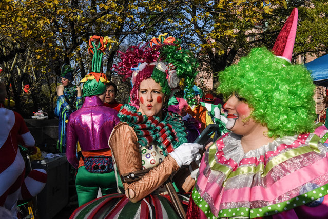 Performers prepare for the start of the annual Macy's Thanksgiving Day parade on November 23, 2017. (Photo by Stephanie Keith/AP Photo)