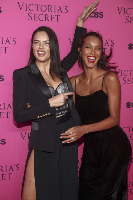 Adriana Lima, left, and Lais Ribeiro, right, attend the Victoria's Secret fashion show viewing party at Spring Studios on Tuesday, November 28, 2017, in New York. (Photo by Andy Kropa/Invision/AP Photo)