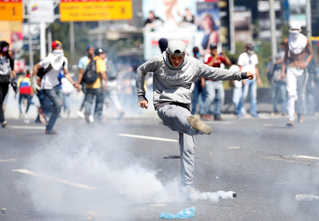 Protesters clash with riot police during a rally to demand a referendum to remove Venezuela's President Nicolas Maduro in Caracas, Venezuela, September 1, 2016. (Photo by Carlos Garcia Rawlins/Reuters)