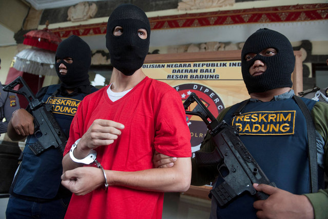Indonesian policemen hold rifles while guarding recaptured U.S. citizen and inmate Christian Beasley, who escaped from Kerobokan Prison, at Badung police station in Denpasar, Bali, Indonesia, December 20, 2017, in this photo taken by Antara Foto. (Photo by Nyoman Budhiana/Reuters/Antara Foto)