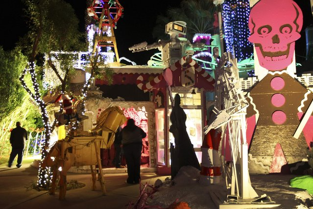 People walk through the Robolights art installation by Kenny Irwin Jr. in Palm Springs, California December 15, 2014. (Photo by David McNew/Reuters)