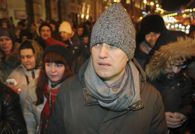 Alexei Navalny (front), Russian opposition leader and anti-corruption blogger, walks to attend an opposition rally in Moscow December 30, 2014. Russian opposition leader Alexei Navalny was detained by police after breaking house arrest on Tuesday to join an opposition rally in Moscow. (Photo by Anton Belitskiy/Reuters)
