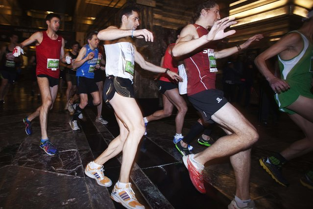 Members of the Men's Elite class run towards the door to the stairwell during the 38th Annual Empire State Building Run-Up in the Manhattan borough of New York February 4, 2015. (Photo by Carlo Allegri/Reuters)
