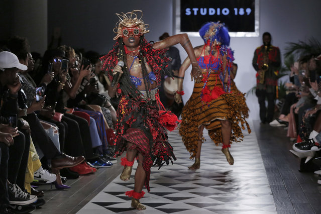 Dancers perform at the beginning of the Studio 189 spring 2019 collection, during Fashion Week in New York, Monday, September 10, 2018. (Photo by Richard Drew/AP Photo)