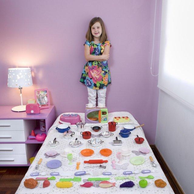 "Fermina, 5 – Montevideo, Uruguay. ""Toy Stories"" project. (Gabriele Galimberti)"