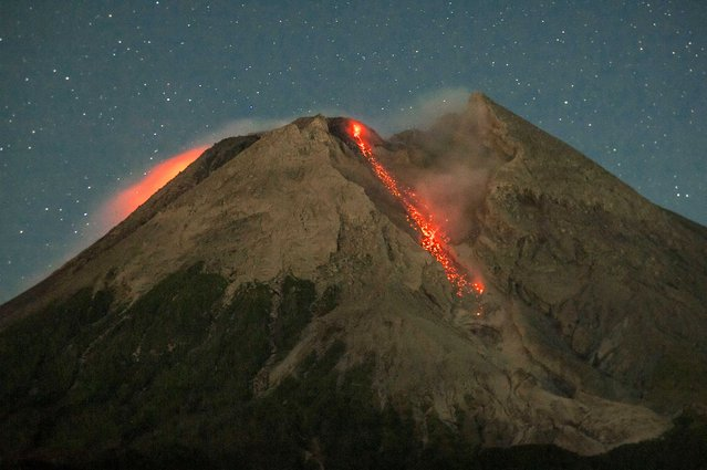 This general view taken early on July 6, 2021 from the village of Cangkringan in Sleman near the city of Yogyakarta shows a stream of lava released by Mount Merapi, Indonesia's most active volcano. (Photo by Agung Supriyanto/AFP Photo)