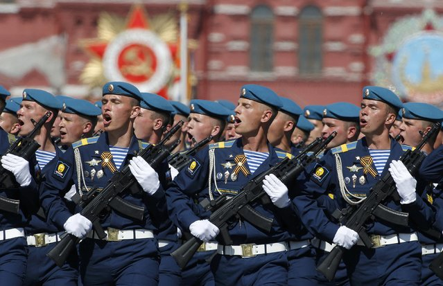 Russian servicemen march during the Victory Day parade, marking the 71st anniversary of the victory over Nazi Germany in World War Two, at Red Square in Moscow, Russia, May 9, 2016. (Photo by Sergei Karpukhin/Reuters)