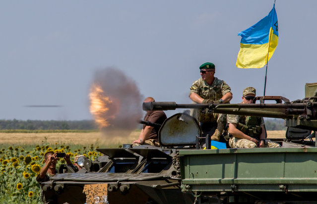Ukrainian frontiers take part in their military exercise on a shooting range near of the Urzuf village, not far of Mariupol, Donetsk area, Ukraine, 09 August 2016. One Ukrainian soldier was killed and five were wounded in fighting in eastern Ukraine in the past 24 hours, according to Oleksandr Motuzianyk, presidential spokesman for ATO issues UNIAN agency report. (Photo by Irina Gorbasyova/EPA)