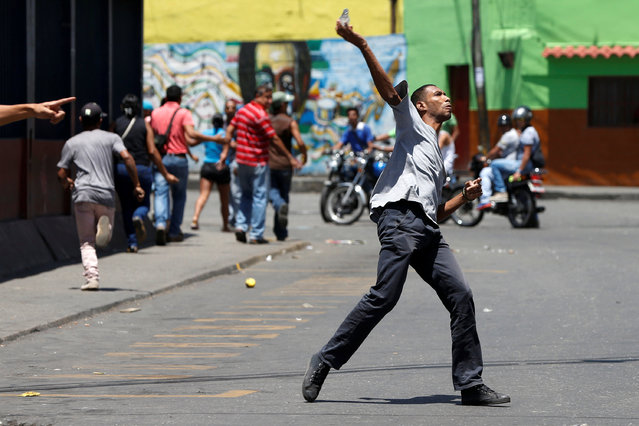Venezuelan protesters clash with riot police during a protest over food shortage and against Venezuelan President Nicolas Maduro's government in Caracas, Venezuela, June 10, 2016. (Photo by Carlos Garcia Rawlins/Reuters)
